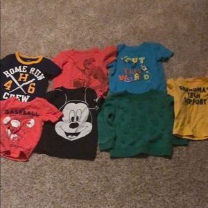 6 boy's T-shirts and 1 sweatshirt - 24 months